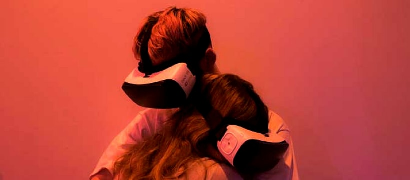 câlin en réalité virtuelle