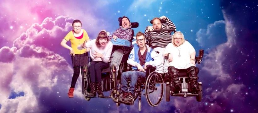 pub avec des personnes handicapées