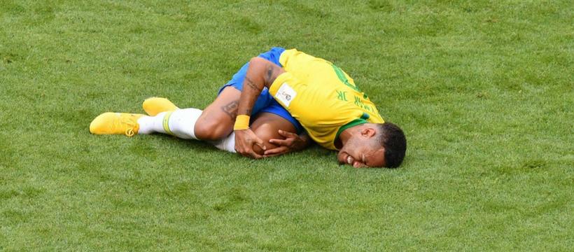 Neymar qui tombe