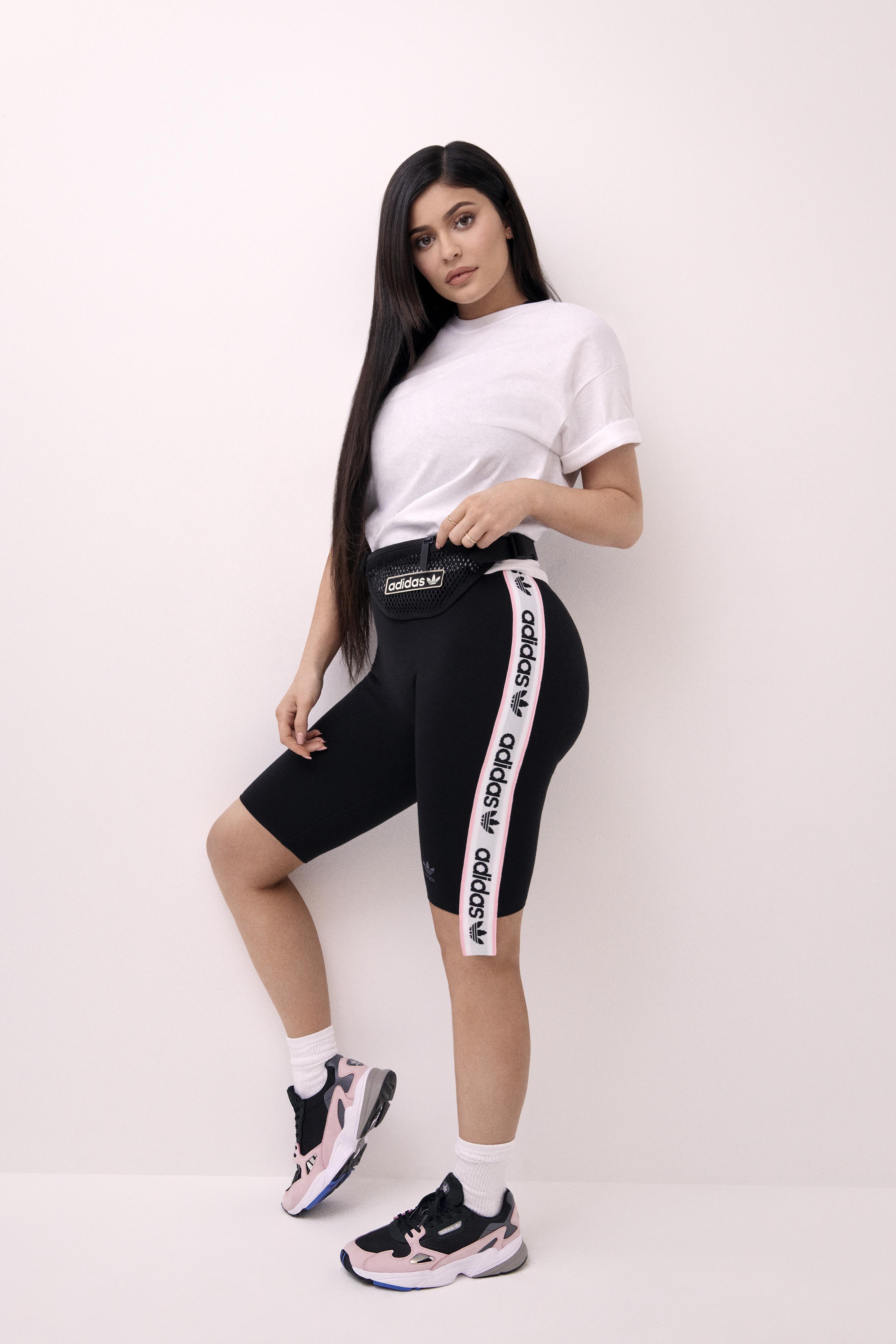 Kylie Jenner, égérie de la sneaker Falcon d'adidas Originals