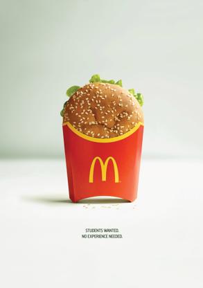 un burger dans un cornet de frites