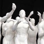Statue antique se prenant en selfie