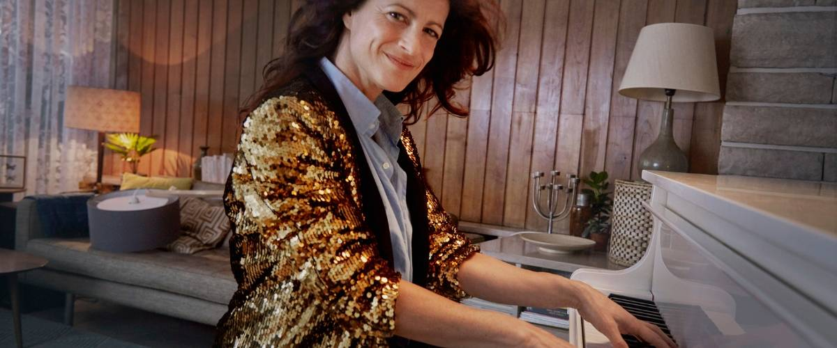 Femme qui joue du piano