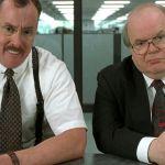 Deux hommes en train de faire passer un entretien d'embauche