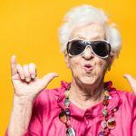 vieille dame contente