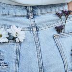Une paire de jeans sur une femme de dos