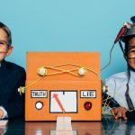 Deux garçons passent au détecteur de mensonge