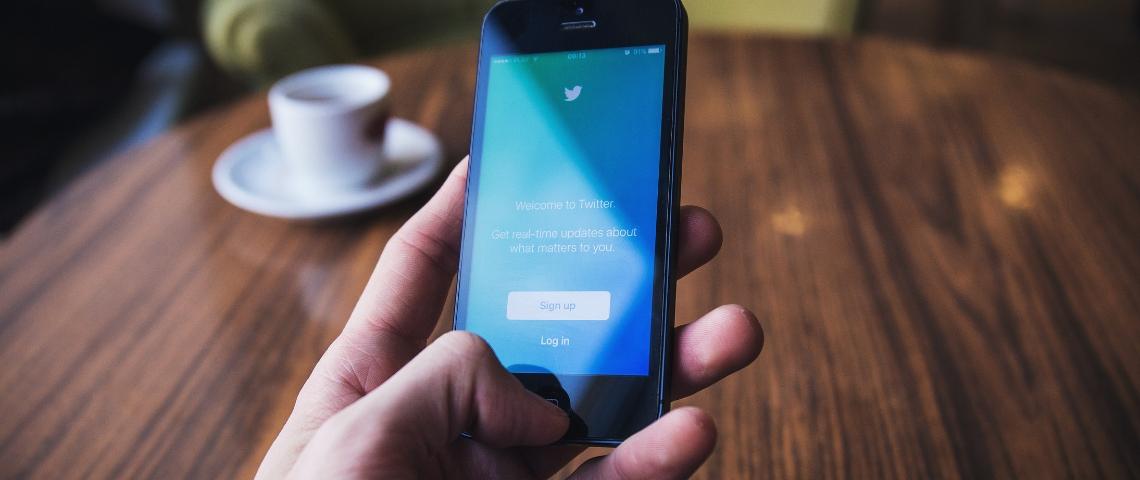 Un smartphone sur twitter