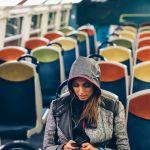 une femme seule dans le train