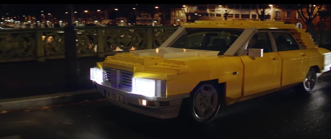 Une voiture en LEGO
