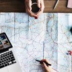 planification d'un voyage carte sur table