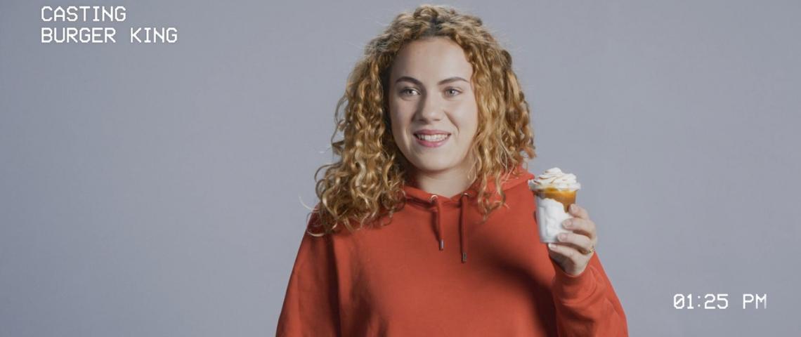 Une femme avec une glace Burger King