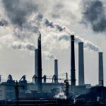 Des cheminées polluantes issues d'une usine chimique