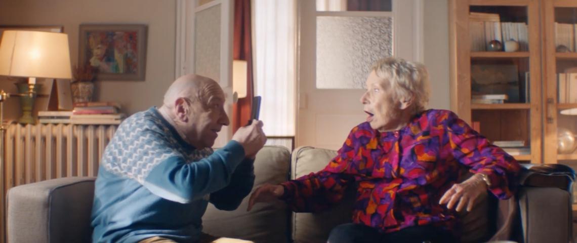 Une couple de personnes âgées