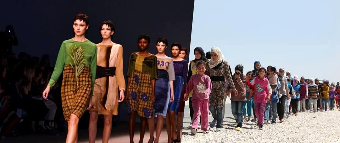 Un photomontage avec un défilé de mode et des réfugiés dans le desert
