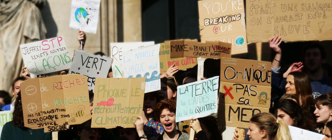 jeunes lycéens manifestent pour le climat