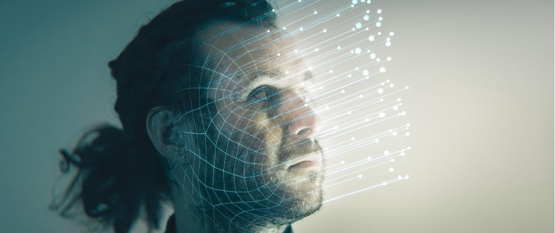 un homme avec des trait de lumière qui sortent de son visage