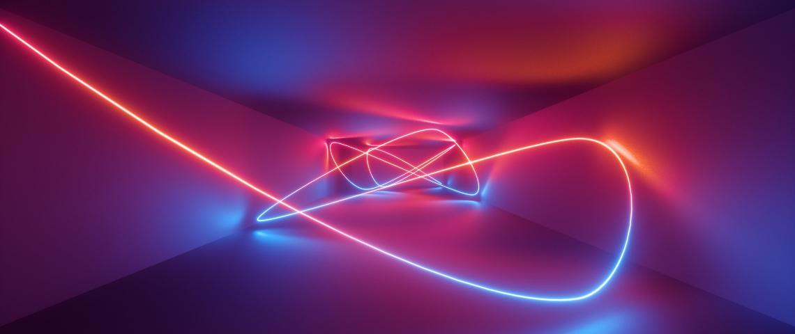 un fil de couleur dans un couloir sombre