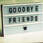 """Un panneau avec écrit """"Goodbye Friends"""""""