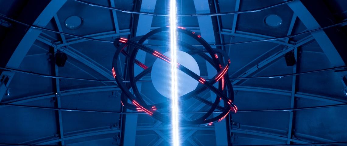 un atome dans une expo d'art numérique