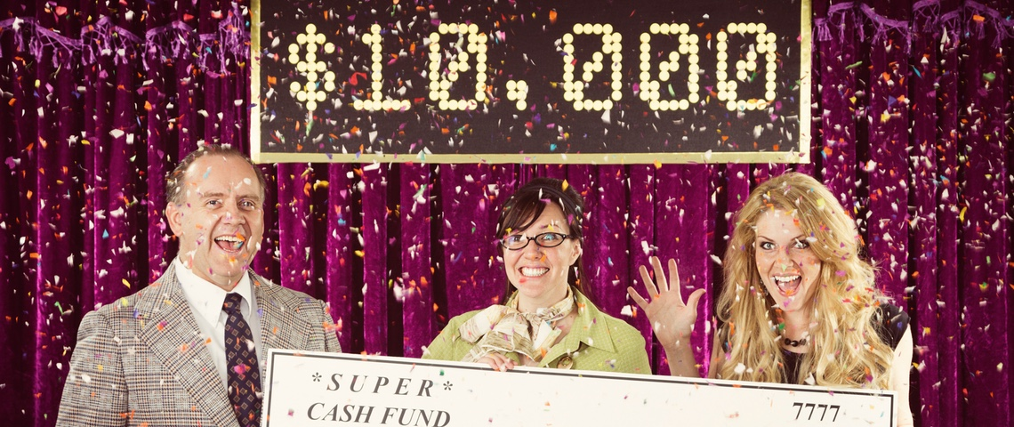 participants à un jeu télévisé reçoivent un chèque de 10 000 dollars