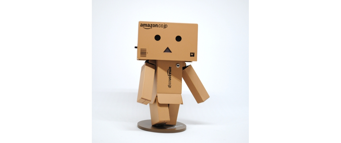 Un bonhomme en cartons Amazon