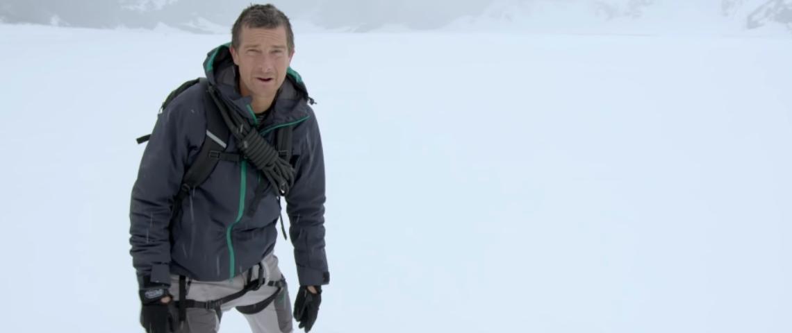 L'aventurier Bear Grylls dans la neige