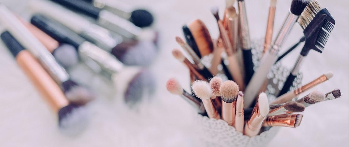 Des brosses et pinceaux de maquillage