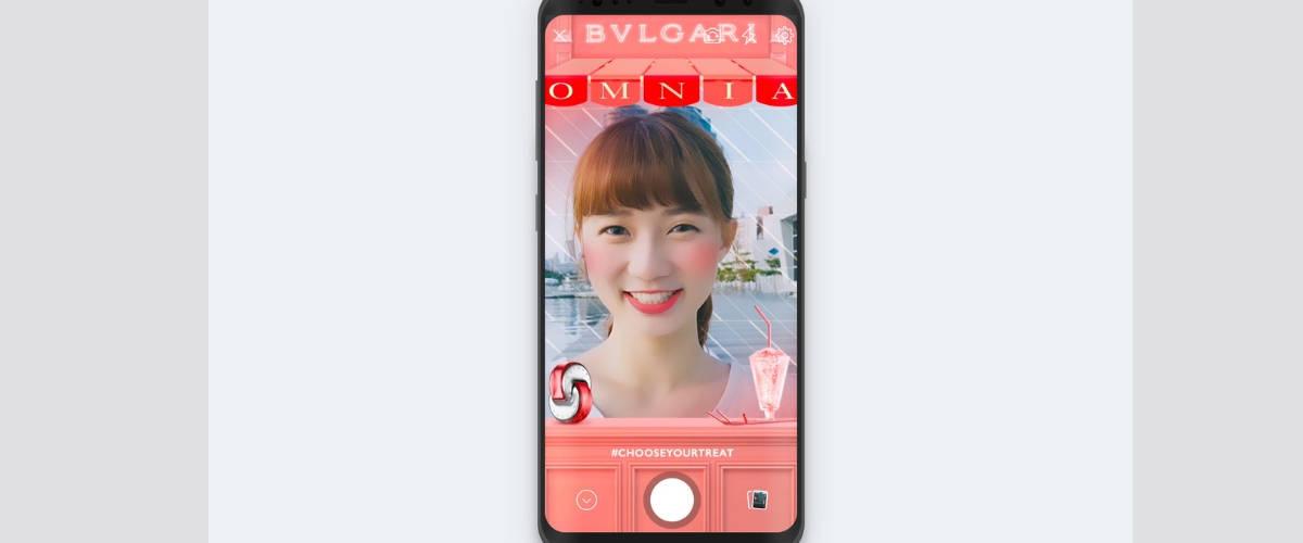 Un smartphone avec le filtre Bulgari