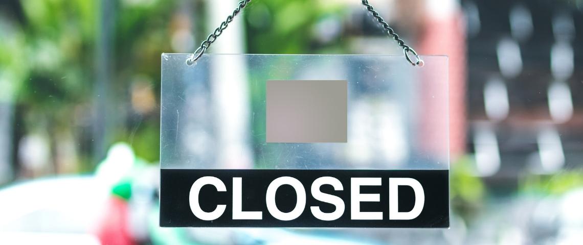 Un panneau Closed