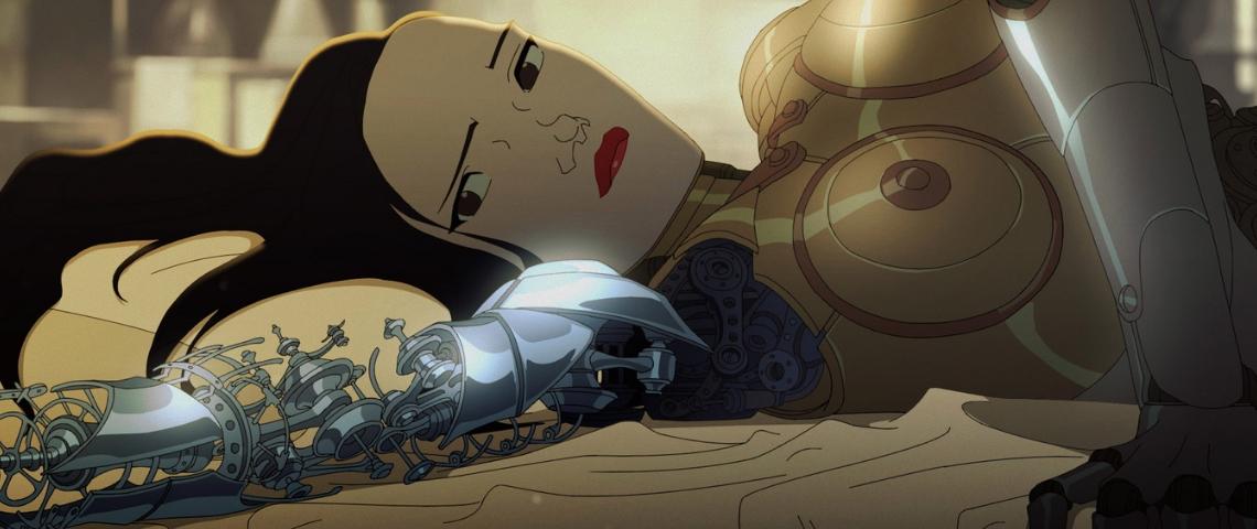 une androide allongée sur le dos