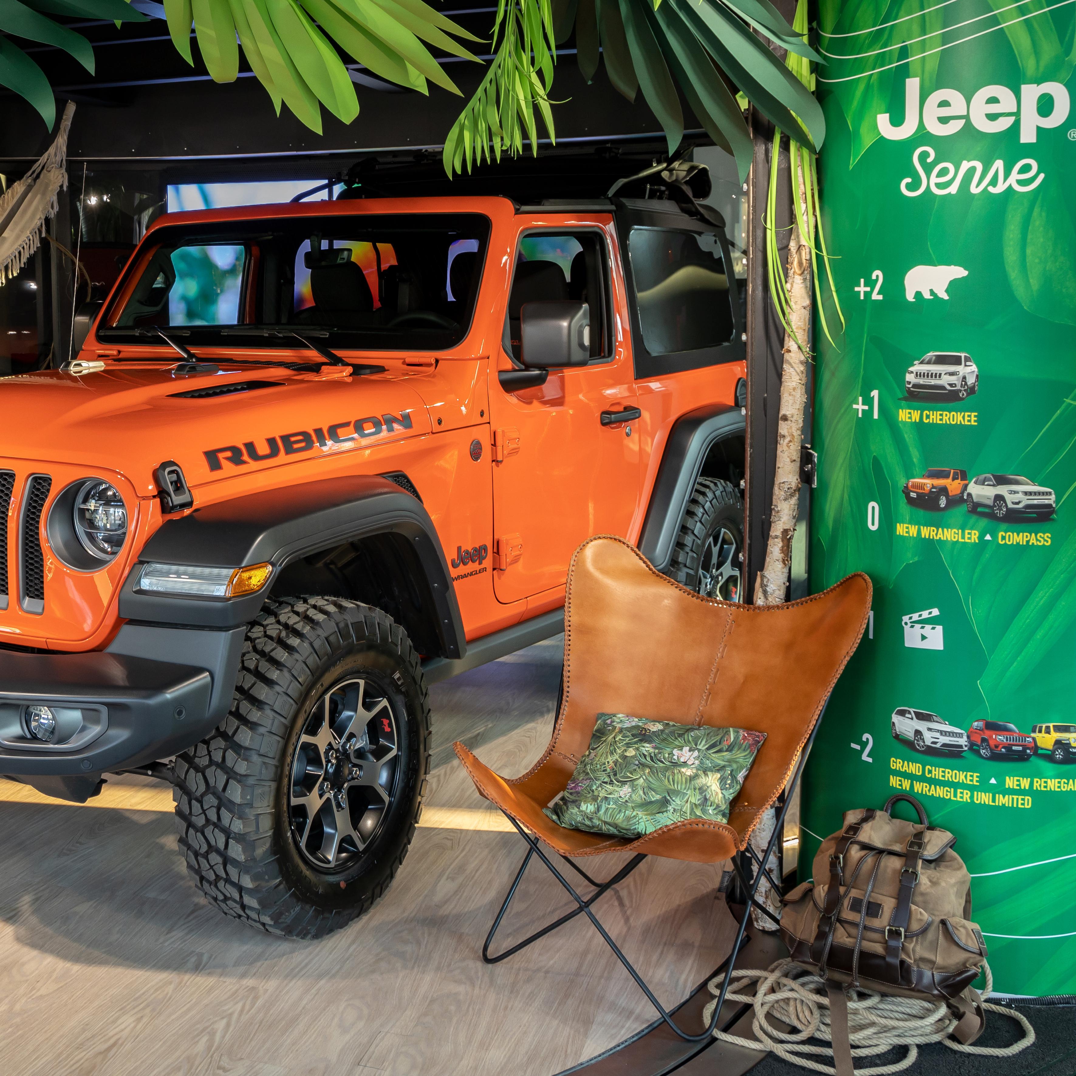 Une Jeep orange au MotorVillage