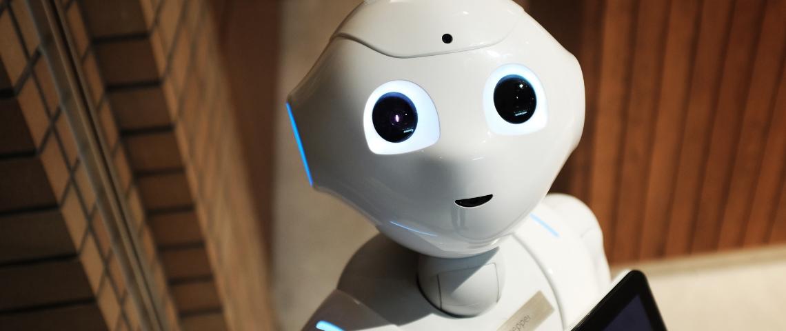 Un robot blanc