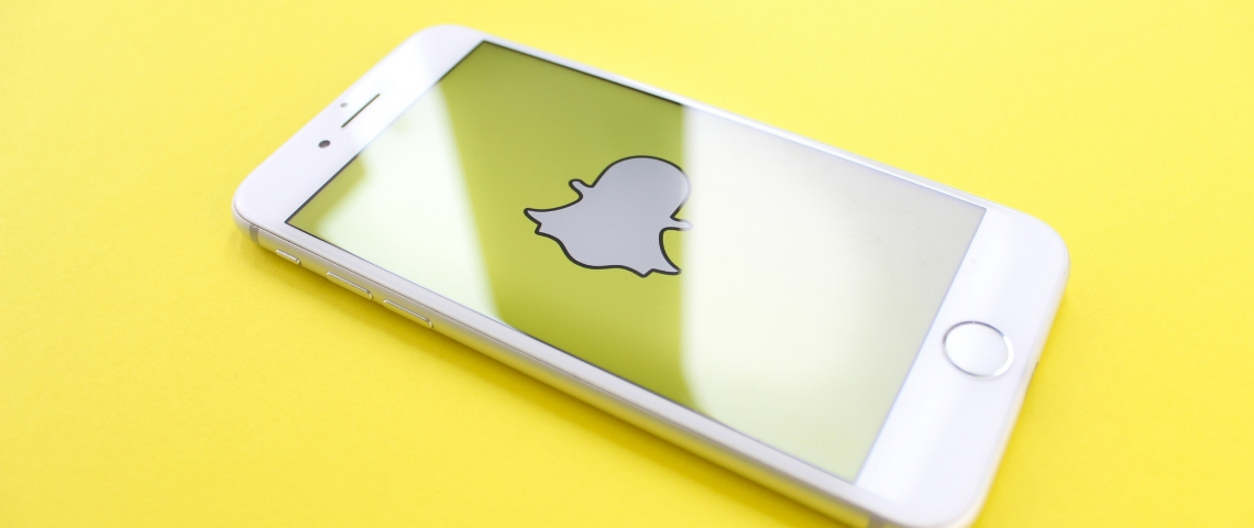 Un smartphone avec l'application Snapchat