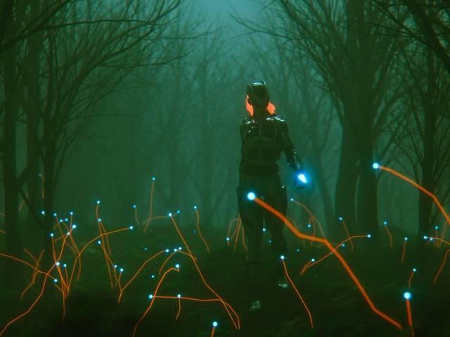 Femme robotique marchant dans une forêt à la lueur verte inquiétante.