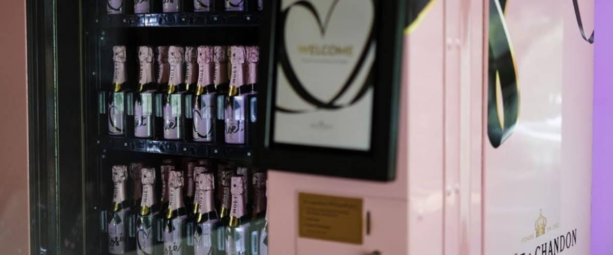 Un distributeur de champagne Moët & Chandon