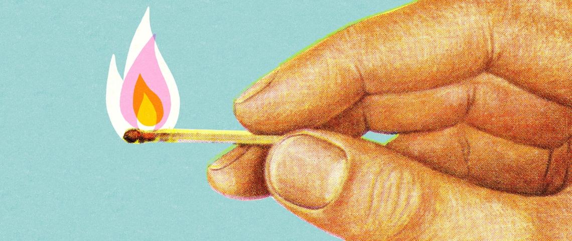 L'illustration d'une main en train de tenir une allumette en feu
