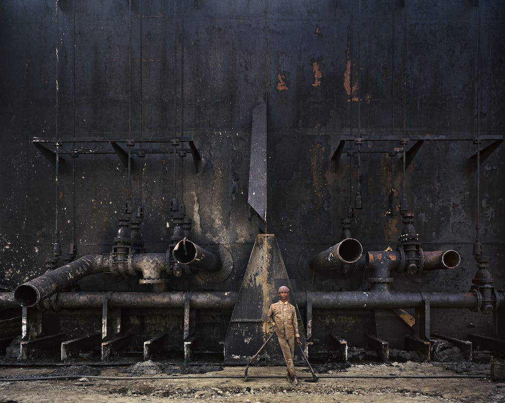 Edward Burtynsky - Ship breaking #23, Chittagong, Bangladesh (2000)