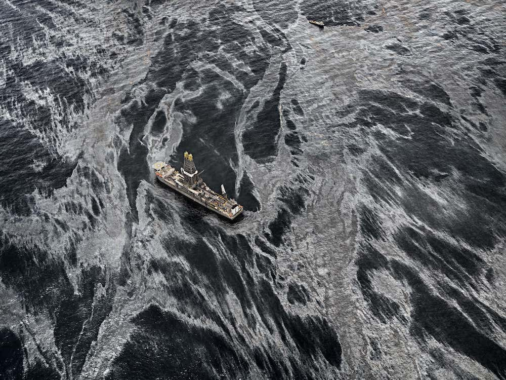 Edward Burtynsky - Oil Spill #2, Gulf of Mexico, May 11 (2010)