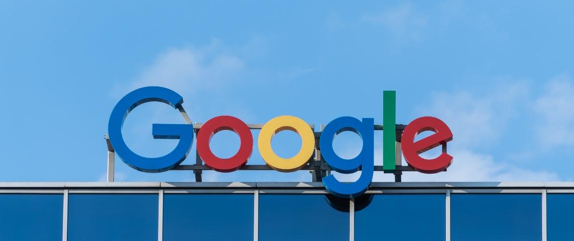 les lettres de Google sur un toit