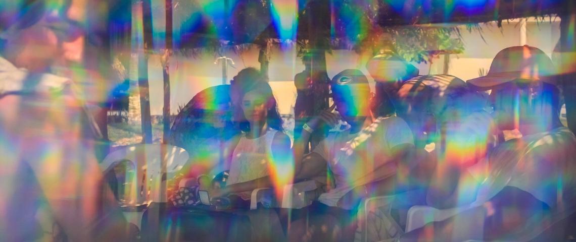 Une image de kaléidoscope avec une femme