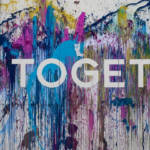 """Un tag """"Together"""" entouré de peinture"""