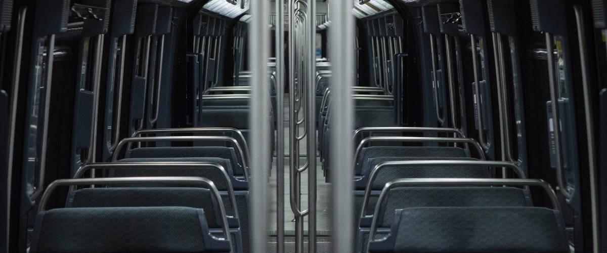 Intérieur d'un métro parisien