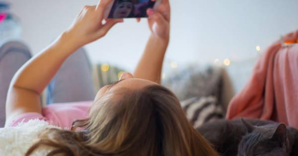 Une fille qui adore utiliser sa webcam