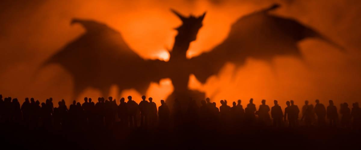 Image d'un dragon devant du feu