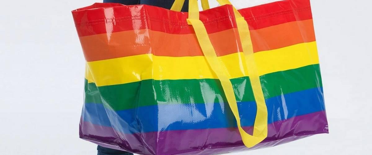 Sac IKEA aux couleurs du drapeau arc-en-ciel LGBT