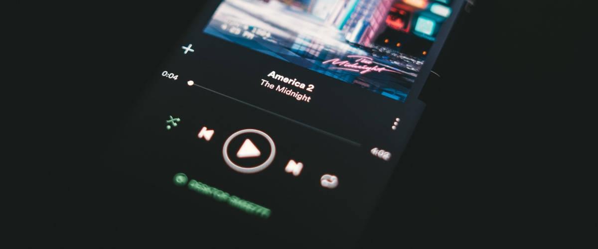 Smartphone sur l'application Spotify