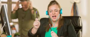 Bruit en open-space : les jeunes aiment ça, les seniors moins