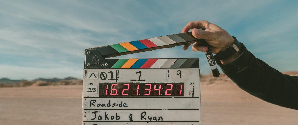 claquette tournage de film dans le désert