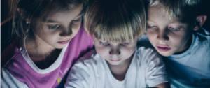 Aude WTFake : « Les jeunes passent leur soirée à se faire laver le cerveau sur YouTube »